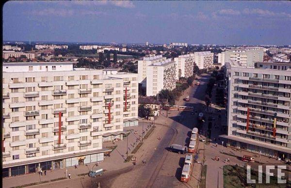 blocuri noi din bucuresti decorate cu drapelul sovietic