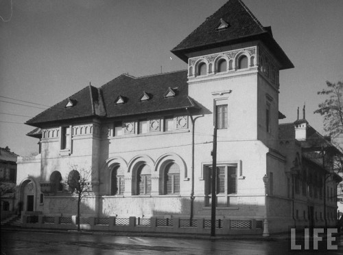 Casa lui Nicolae Malaxa din Bucureşti, Aleea Alexandru. În prezent aici funcţionează sediul central al Institutului Cultural Român.