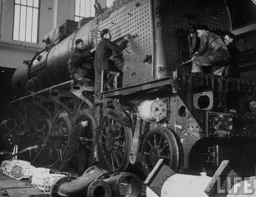 Locomotivă Malaxa pe linia de ansamblare