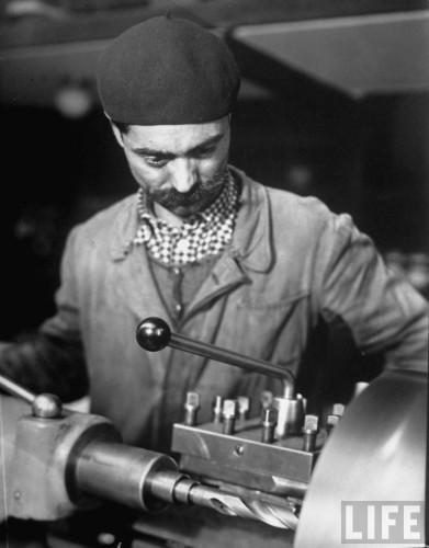 Muncitor la Uzinele Malaxa