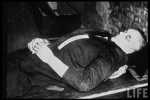 Principalul ideolog nazist Alfred Rosenberg după execuţie