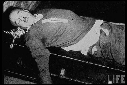 Organizatorul muncii forţate din Germania nazistă Fritz Sauckel după execuţie