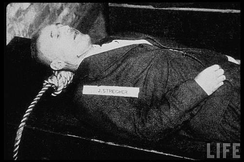 Editorul ziarului nazist Der Sturmer Julius Streicher după execuţie