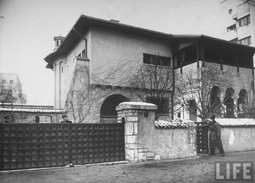 Agent de Siguranta de paza la casa premierului Gheorghe Tatarescu