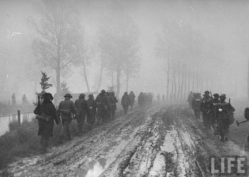 Infanteristi britanici in mars