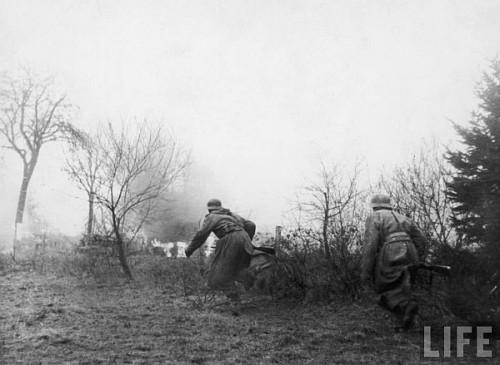 Infanteristi germani inainteaza